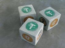 Lekben med bilden av crypto valuta Spela tärning för c Arkivfoto