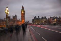Lekcy duchów ślada na Westminister moscie z Big Ben obraz stock