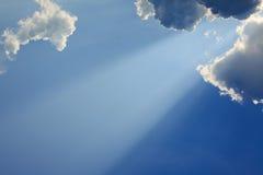 Lekcy promienie bóg na niebieskim niebie Zdjęcie Stock
