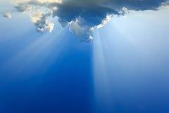 Lekcy promienie bóg na niebieskim niebie Obrazy Royalty Free
