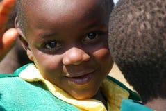 Leken av dagisbarn av byn av Pomerini-solbrännan Royaltyfria Foton