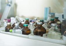Leki i szczepionki w gablocie wystawowej Fotografia Stock