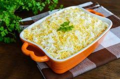 Lekka wiosny sałatka z gotowanymi warzywami, jajkami i sardynkami w oleju, Fotografia Stock