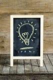 Lekki Blub Chalkboard rysunek na drewnianym tle Obrazy Royalty Free