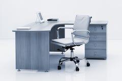 lekki drewniany biurko i krzesło fotografia stock