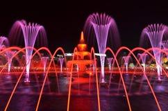 Lekki i wodny nocy przedstawienie Różowy i czerwony kolor fotografia stock