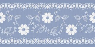 Lekki kwiecisty koronkowy biel na błękitnym tle wektor ilustracja wektor