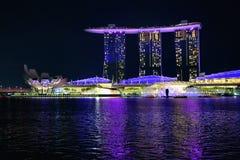 Lekki przedstawienie na Marina zatoki piaskach hotele, Singapur Lekki przedstawienie przy nocą, laserowy przedstawienie, Singapu zdjęcie royalty free