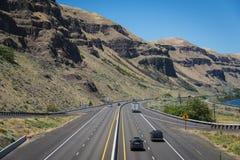 Lekki ruch drogowy na autostradzie międzystanowej w zachdonich państwach Zdjęcia Royalty Free