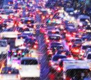 Lekki ruch drogowy na dżdżystej nocy Zdjęcie Royalty Free