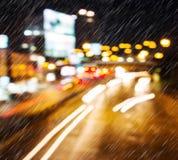 Lekki ruch drogowy na dżdżystej nocy Obraz Royalty Free