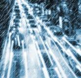 Lekki ruch drogowy na dżdżystej nocy Zdjęcia Stock