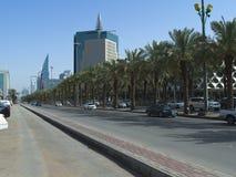 Lekki ruch drogowy na królewiątka Fahad Drogowym wczesnym poranku W Riyadh Fotografia Royalty Free