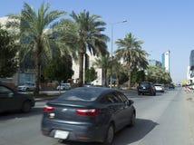 Lekki ruch drogowy na Olaya ulicie W Riyadh Fotografia Royalty Free