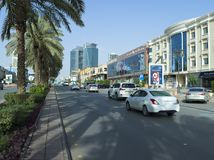 Lekki ruch drogowy na Tahlia ulicie W Riyadh, Obrazy Stock