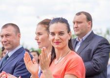 Lekki Yar Volgograd region Rosja, Czerwiec - 2 2017 Olimpijski mistrz Yelena Isinbayeva i Sofia Velikaya przy otwarciem śliwki Zdjęcie Stock