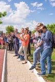 Lekki Yar Volgograd region Rosja, Czerwiec - 2 2017 Olimpijski mistrz Yelena Isinbayeva i Sofia Velikaya przy otwarciem śliwki Zdjęcia Royalty Free