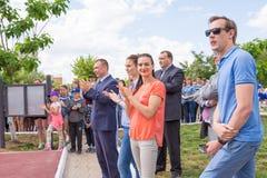 Lekki Yar Volgograd region Rosja, Czerwiec - 2 2017 Olimpijski mistrz Yelena Isinbayeva i Sofia Velikaya przy otwarciem śliwki Obrazy Stock