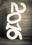 Lekkie drewniane postacie 2016 na szarym drewnianym tle w retro vin Obraz Stock