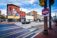 Lekkie linie kolejowe wzdłuż Howard ulicy w Baltimore, Maryland Zdjęcie Stock