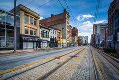 Lekkie linie kolejowe wzdłuż Howard ulicy w Baltimore, Maryland Zdjęcia Stock