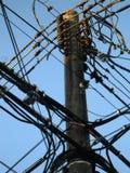 Lekkiego Drewnianego słupa Elektryczni druty Fotografia Stock