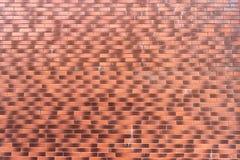 lekkiego i ciemnego brązu ściana z cegieł fotografia stock