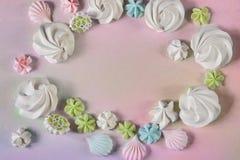 Lekmanna- enkel vit för lägenhet, rosa färger, blått och grön organisk godis som mering Arkivbilder