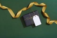 Lekmanna- julgåvainpackning framlänges Royaltyfria Foton