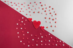 Lekmanna- modell för härlig lägenhet av hjärtor med tre röda hjärtor Royaltyfria Foton