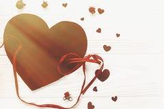 Lekmanna- valentinbegreppslägenhet lycklig s valentin för dag stilfull velve Arkivbilder