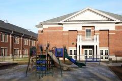 Lekplats på en grundskola Arkivbild