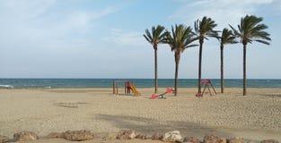 Lekplats på stranden arkivfoto