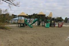 Lekplats på stranden i södra västra Ontario royaltyfria bilder