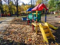 Lekplatsen barndom, utomhus, lek, parkerar, fritids- Royaltyfri Bild