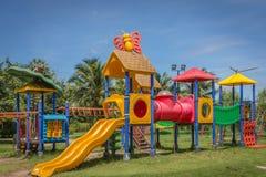 Lekplatsutrustning för barn i parkera Royaltyfria Bilder