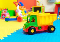 Lekrum med olika leksaker Royaltyfri Foto