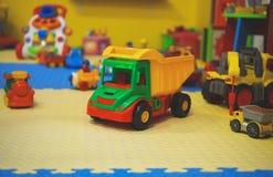 Lekrum med olika leksaker Royaltyfri Bild