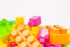 Leksak som bygger färgrika kvarter royaltyfria foton