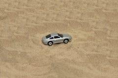 Leksakbil i sand Fotografering för Bildbyråer