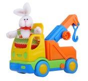 Leksakbillastbil med easter kanin Arkivbild