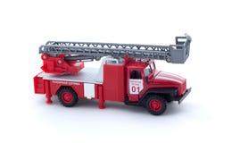 Leksakbrandlastbil på vit bakgrund som isoleras Arkivfoto