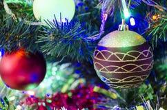Leksaker för ` s för nytt år på julgranen Royaltyfria Bilder