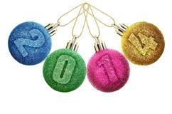 Leksaker och garneringar för nytt år som isoleras på en vit bakgrund. Arkivfoto