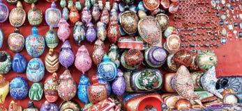 Leksaker och souvenir för en vägren shoppar arkivfoton