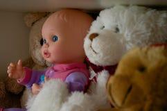 Leksaker på en hylla Arkivbild