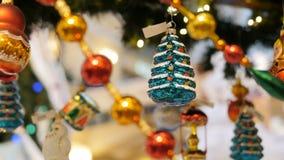 Leksaker på julträdet arkivfilmer