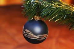 Leksaker på julträdet Garneringar för nytt år arkivbild
