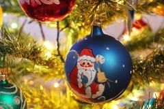 Leksaker på julträdet Garneringar för nytt år royaltyfri foto
