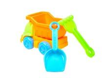Leksaklastbil med den isolerade spaden och harvet Arkivbild